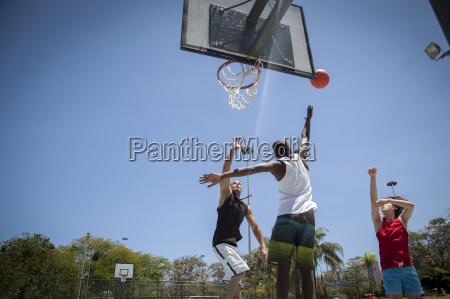 freundschaft freizeit sport lebensstil ball maennlich