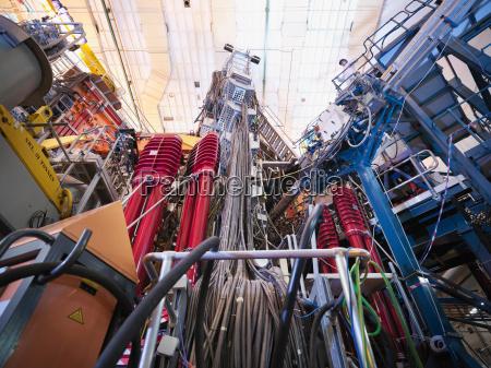 wissenschaftler auf dem gipfel des fusionsreaktors