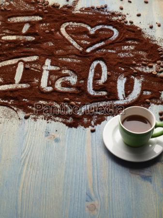 ich liebe italien in kaffeesatz geschrieben