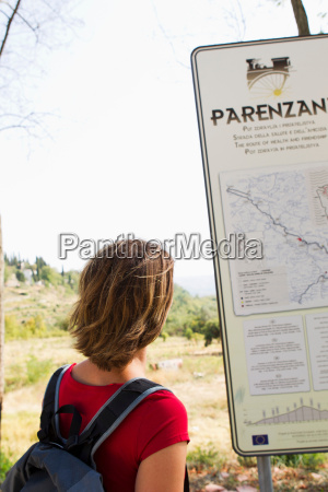 woman looking at map groznjan istria
