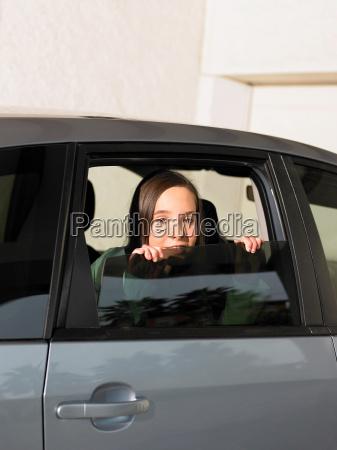 mädchen, schaut, aus, autofenster - 18375064