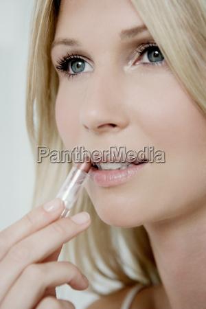 woman, putting, on, lipstick. - 18379932