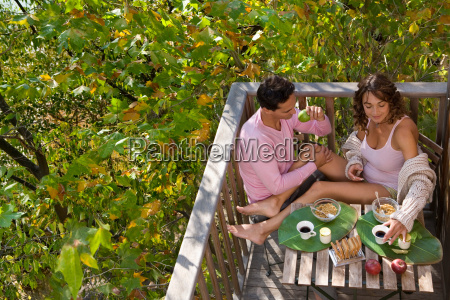 romantic couple tree house eat