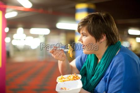 frau cafe blau essen nahrungsmittel lebensmittel