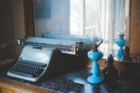 blau schreibtisch antik reflexion weinlese reflektion