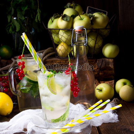 apple currant soda with lime
