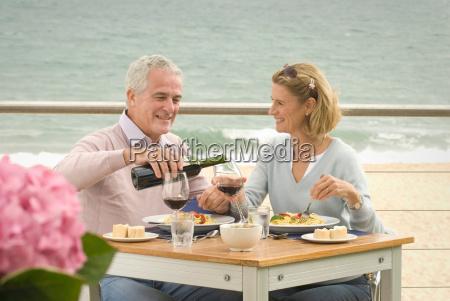 paar, essen, im, restaurant, am, meer - 18419690