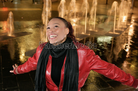 girl singing by fountain