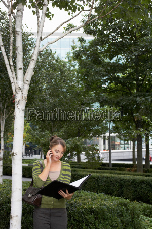 business, woman, using, mobile, outside - 18420384