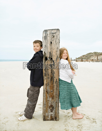 boy girl leaning against post