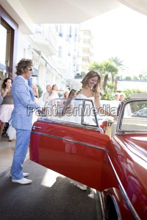 wedding couple get into car
