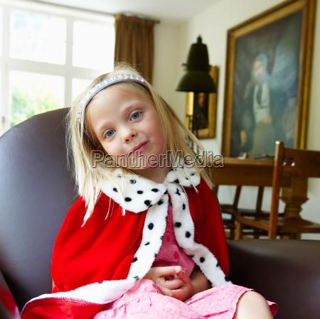 girl wearing a queens costume