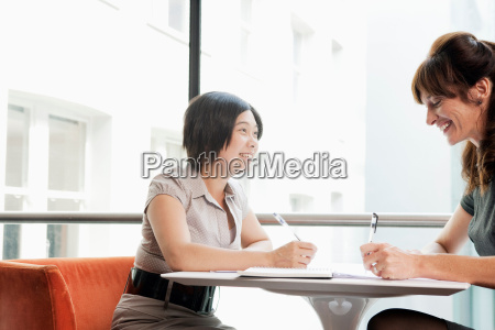 female couple working at a restaurant