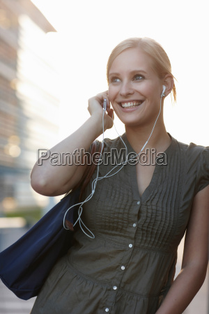 women with mp3 player smiling