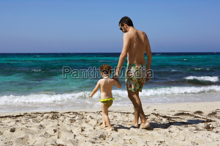 father, and, daughter, walking, on, beach - 18461516
