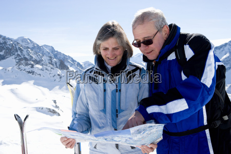 couple reading piste map