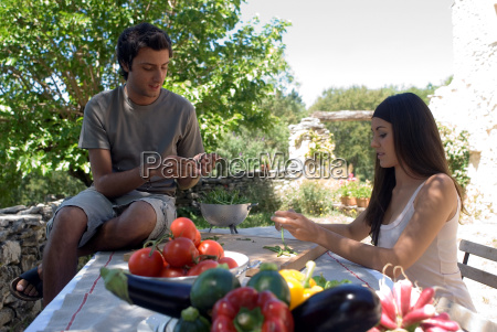 young couple preparing fresh green beans