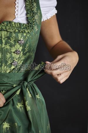 frau bluse weiblich schuerze kittelschuerze festival