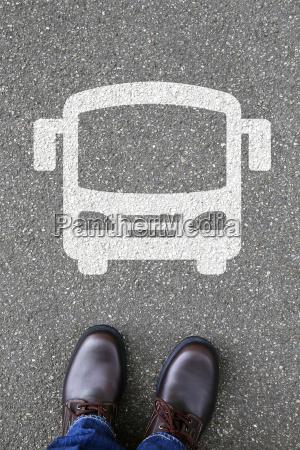 mann mensch bus autobus fernbus linienbus