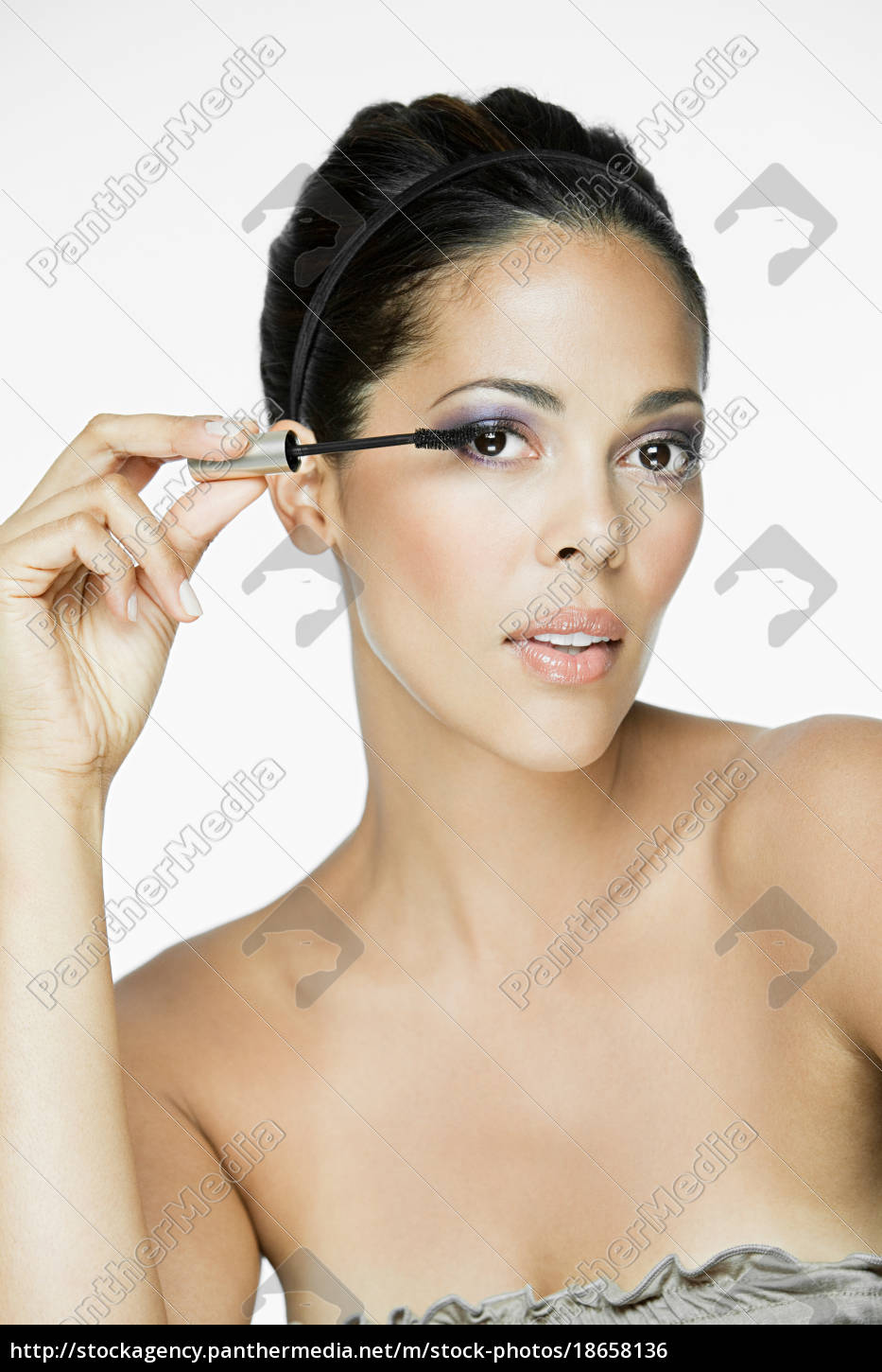 glamorous, woman, applying, mascara - 18658136