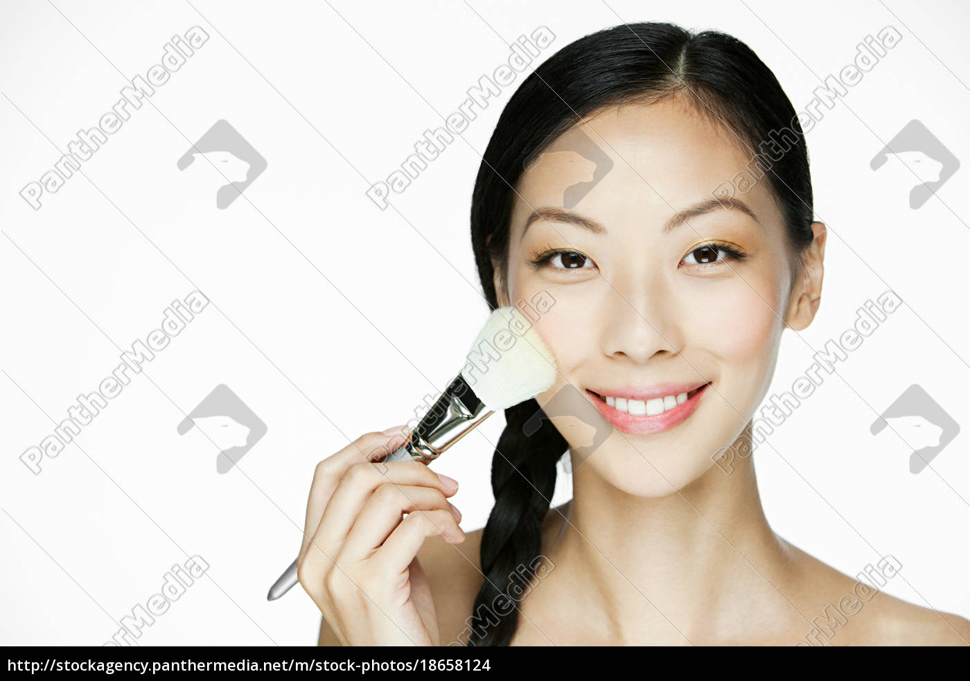 junge, frau, mit, make-up-pinsel - 18658124