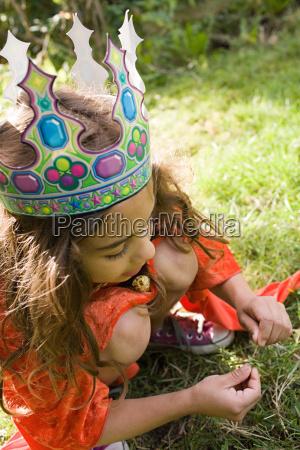 mädchen, trägt, krone, verkleidet, als, königin - 18659406