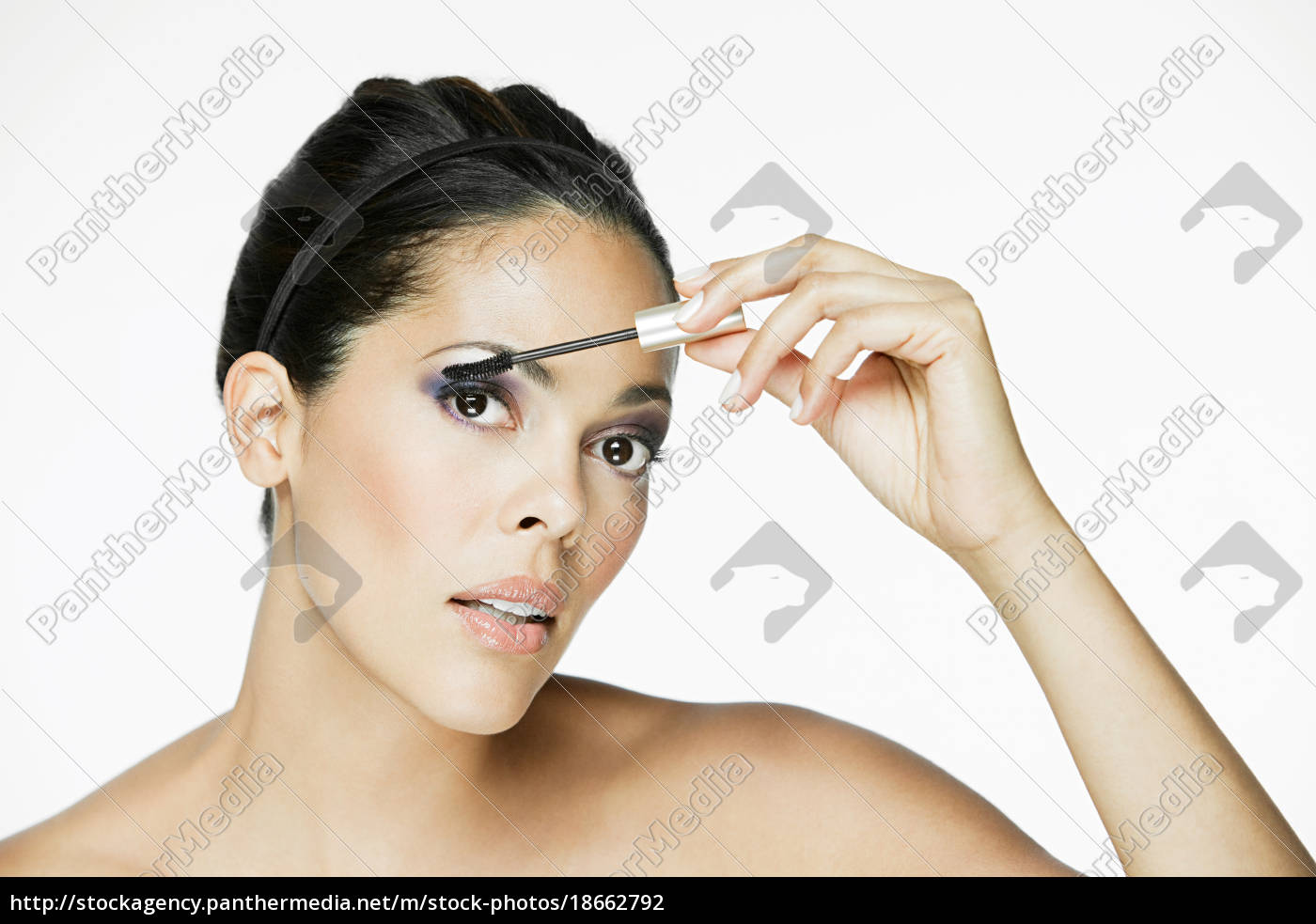 glamorous, woman, applying, mascara - 18662792