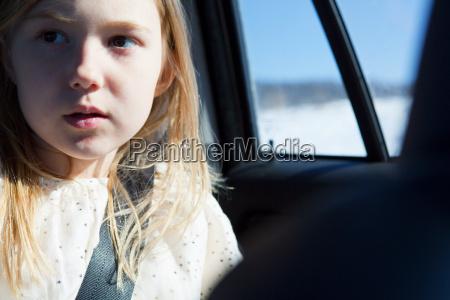 junges, mädchen, trägt, auto, sicherheitsgurt - 18665706