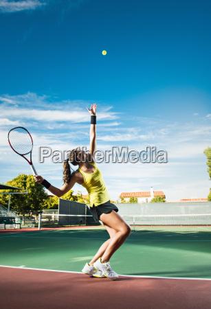 frau freizeit sport spiel spielen spielend