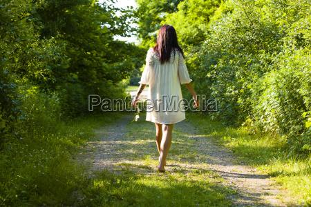 frau fahrt reisen freizeit lebensstil feminin