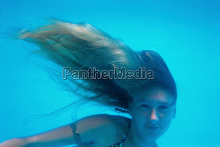 girl swimming with hair to the