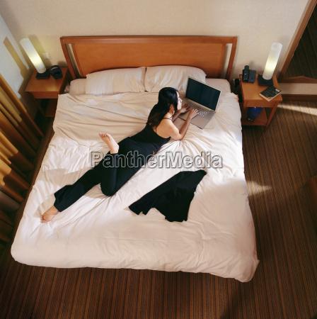 frau weiblich hotel verbindungen weibchen hotelzimmer