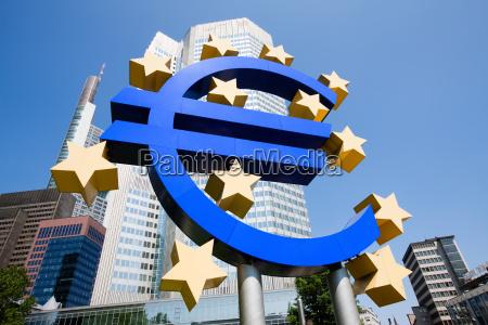 euro sign outside european central bank