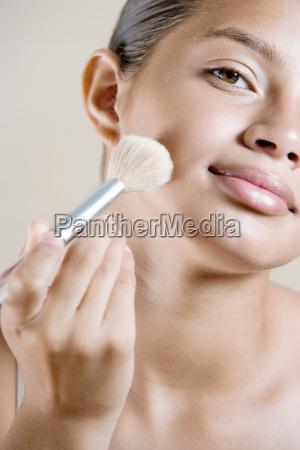 girl applying face powder