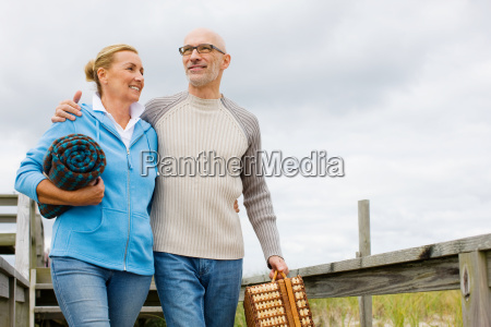 couple going for picnic