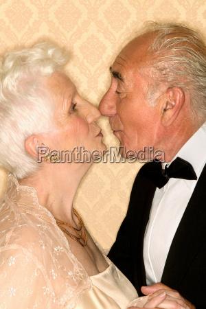 senior couple kissing