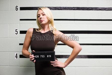 mugshot von weiblicher kriminelle