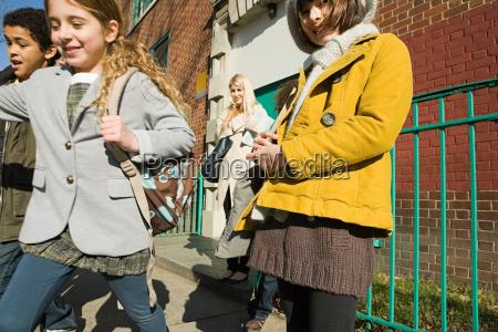 kinder ausserhalb der schule