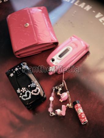 cellular telefon und geldbeutel
