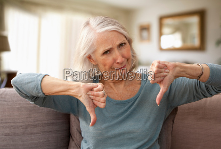 frau blau hand daheim zuhause weiblich