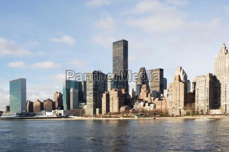 new york city skyline und wasser