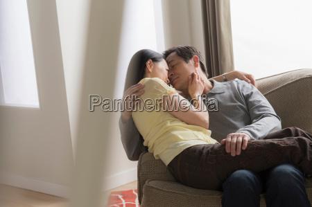 frau daheim zuhause weiblich maennlich mannhaft