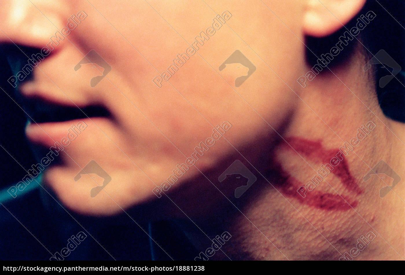 Den kuss hals auf Kuss auf