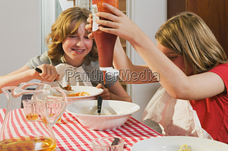 girls eating messily