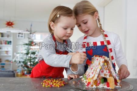 freundschaft daheim zuhause weiblich kochen kocht