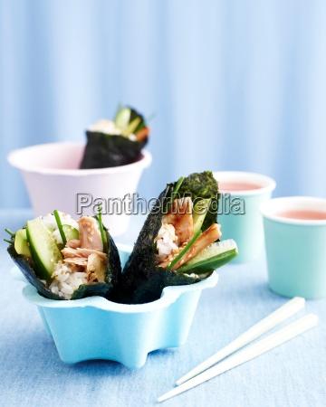 sushi rolls in bowl kids lunch