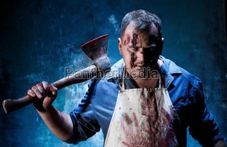 blutiges halloween thema verrueckter killer als