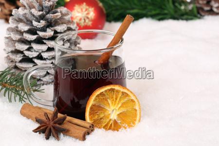 gluehwein an weihnachten getraenk alkohol mit
