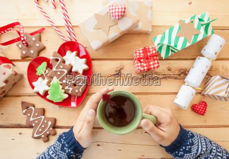 plaetzchen und tee im advent