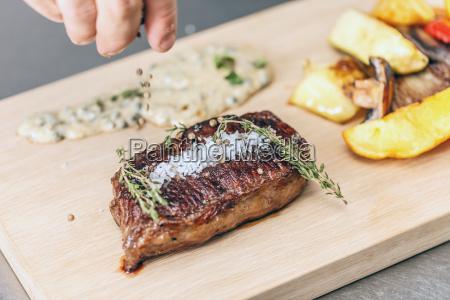 saftiges gepfeffertes steak